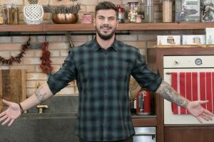 Ο Άκης μπαίνει ξανά… στη τηλε-μαγειρείο