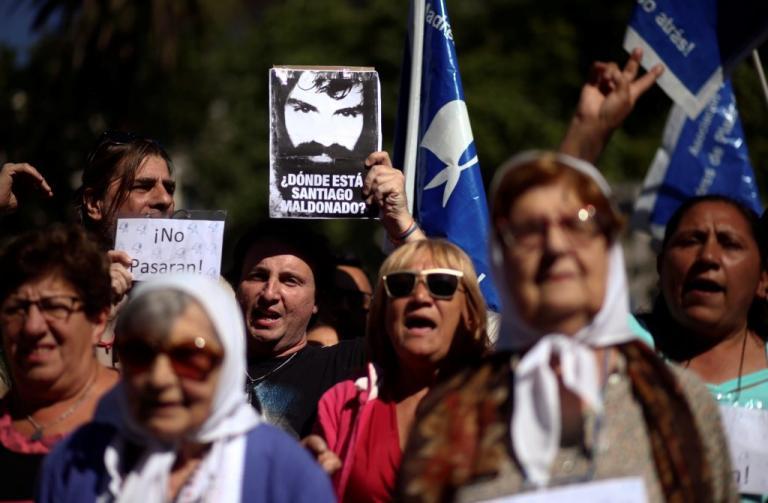 Οργή στην Αργεντινή για τον νεκρό ακτιβιστή – Διαδηλώσεις στο Μπουένος Άιρες [pics] | Newsit.gr