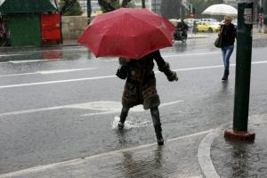 Καιρός: Καταιγίδες και… ψύχρα σήμερα – 28η Οκτωβρίου με κρύο και βροχές