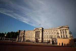 Βρετανία: Γυναίκα πήγε να σκαρφαλώσει τις πύλες του Μπάκιγχαμ
