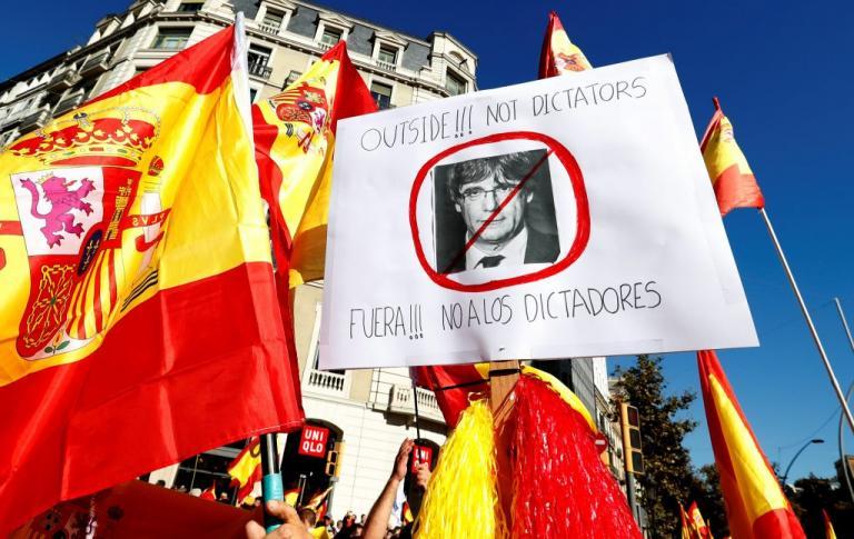 Καταλονία: 300.000 σε διαδήλωση υπέρ της ενότητας στη Βαρκελώνη [pics, vids]