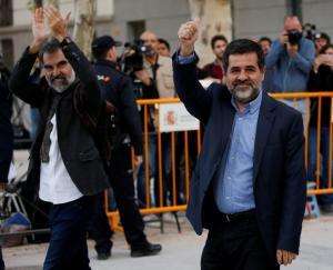 """Καταλονία: Άρχισε τις συλλήψεις αυτονομιστών ο Ραχόι – """"Μήνυμα"""" στον Πουτζδεμόν"""