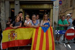 Καταλονία: Βήματα αποκλιμάκωσης – «Συγγνώμη» και… αναβολή (;) της «ανεξαρτησίας»
