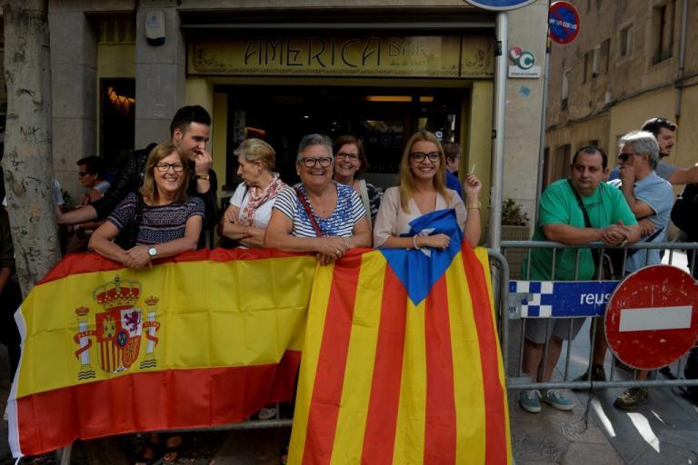 Καταλονία: Βήματα αποκλιμάκωσης – «Συγγνώμη» και… αναβολή (;) της «ανεξαρτησίας» | Newsit.gr