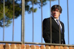 Καταλονία: Ο Πουτζδεμόν «απάντησε» στο τελεσίγραφο Ραχόι με… τελεσίγραφο!