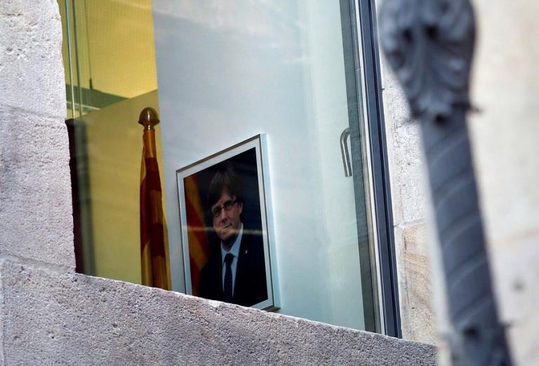 Καταλονία: «Πόλεμος»! Μηνύσεις από τη Μαδρίτη σε Καταλανούς αξιωματούχους