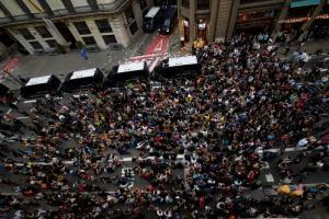 Χιλιάδες διαδηλωτές στους δρόμους της Καταλονίας κατά της βίας