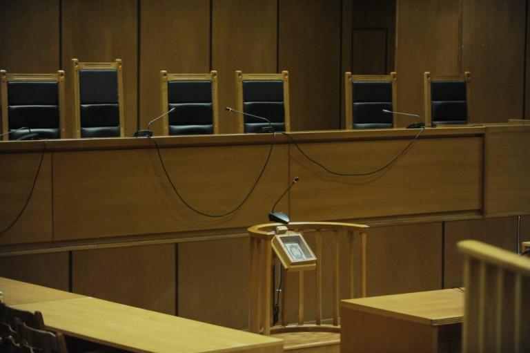 Πανδικαστική συγκέντρωση για τις περικοπές των συντάξεων των δικαστικών λειτουργών | Newsit.gr