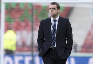 Μπαρτσελόνα – Ολυμπιακός: Χαμός στη Σκωτία με τον βουλευτή-βοηθό διαιτητή του αγώνα!