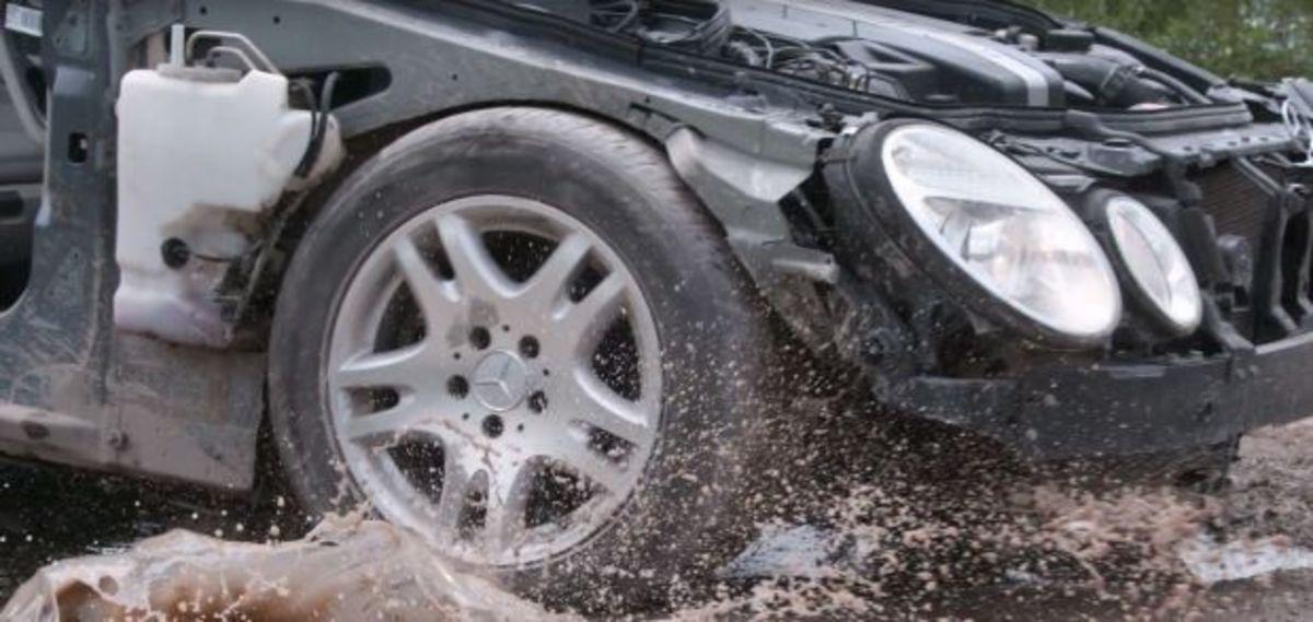 Δείτε τι παθαίνει το αυτοκίνητο σας όταν πέφτει σε λακκούβες [vid] | Newsit.gr