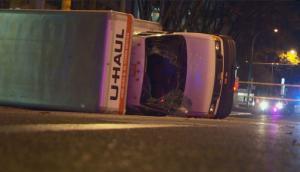 Τρόμος στο Έντμοντον! Φορτηγό χτύπησε περιπολικό, επιχείρησε να παρασύρει πεζούς!