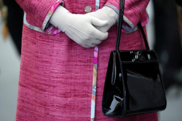 Βασίλισσα Ελισάβετ: Αυτή είναι η μοναδική ημέρα που έχει μαζί της… λεφτά! | Newsit.gr