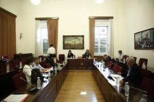 Κόντρα στην Βουλή για τις αμβλώσεις – Συζήτηση φορέων για το δημογραφικό πρόβλημα