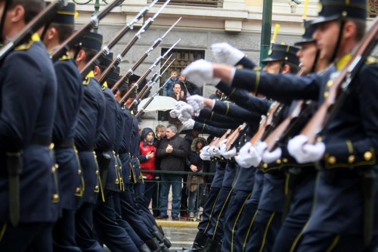 Επίθεση σε Ευέλπιδες: Καταδικάζει η Βουλή   Newsit.gr