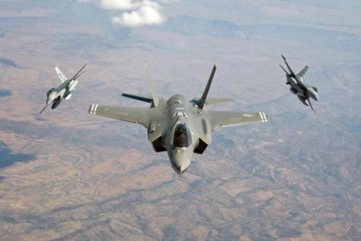 Οι κυρίαρχοι των αιθέρων σε… αναμέτρηση –  F-16 εναντίον F-35[vid] | Newsit.gr