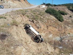 Φάρσαλα: Αυτοκίνητο έπεσε σε γκρεμό – Τύχη βουνό για τον οδηγό που βγήκε ζωντανός [pics]