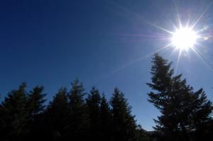 Καιρός: Ανεβαίνει η θερμοκρασία σήμερα (09/10) – Αναλυτική πρόγνωση