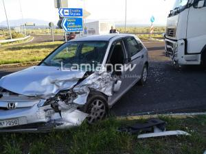 Φθιώτιδα: Φορτηγό έπεσε σε αυτοκίνητο με μητέρα και παιδάκι! [pics]