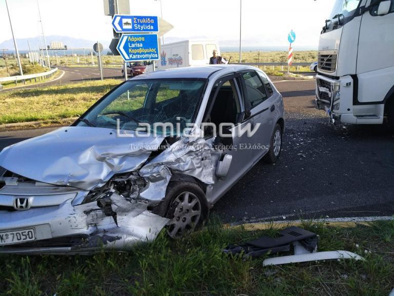 Φθιώτιδα: Φορτηγό έπεσε σε αυτοκίνητο με μητέρα και παιδάκι! [pics] | Newsit.gr
