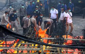 Ινδονησία: Έκρηξη σε εργοστάσιο πυροτεχνημάτων – Τουλάχιστον 47 νεκροί [pics, vid]