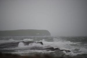 Σαρώνει την Ιρλανδία η καταιγίδα Οφηλία! Τουλάχιστον 3 νεκροί – Συγκλονιστικές εικόνες