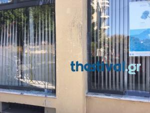 Θεσσαλονίκη: Επίθεση κουκουλοφόρων στο ιταλικό προξενείο – Μπογιές και καταστροφές μπροστά στους υπαλλήλους [pics]