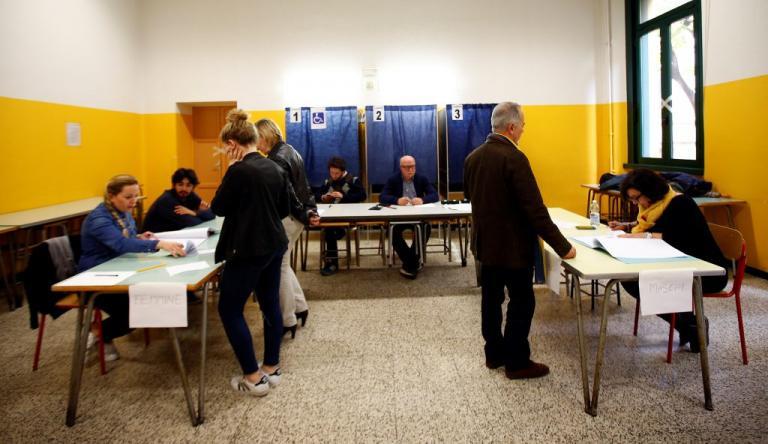Ιταλία: Μεγάλη συμμετοχή στο δημοψήφισμα | Newsit.gr