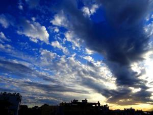 Καιρός: Ήλιος και ισχυροί άνεμοι – Αναλυτική πρόβλεψη για σήμερα