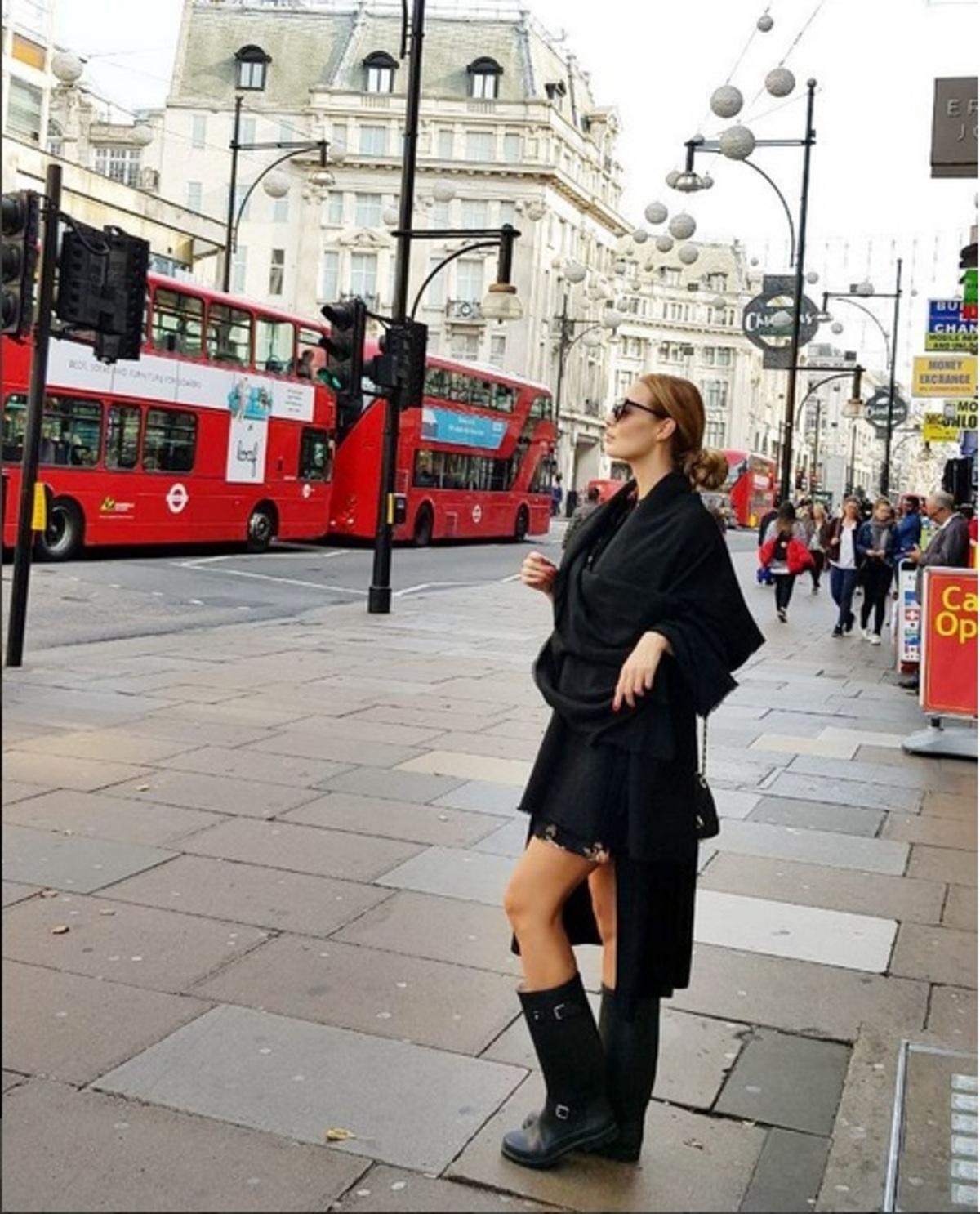 Αντωνία Καλλιμούκου: Νέες φωτογραφίες από το ταξίδι που έκανε στο Λονδίνο με τον σύντροφό της! | Newsit.gr