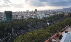 Καταλονία: Καταγγελίες πως ο Ραχόι έστειλε πλοία του Πολεμικού Ναυτικού στη Βαρκελώνη! [pics]