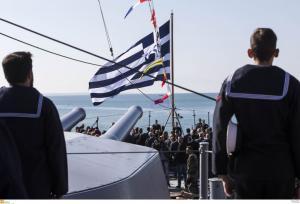 Τελετή παρασημοφόρησης της πολεμικής σημαίας του θωρηκτού «Αβέρωφ» – Εντυπωσιακή επίδειξη του Πολεμικού Ναυτικού [pics]