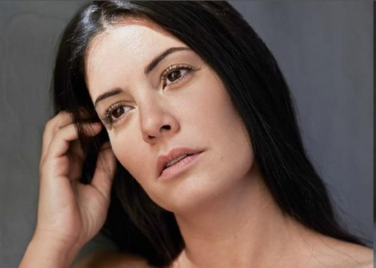 Μαρία Κορινθίου: Φωτογραφίζεται χωρίς ρετούς και απαντά στις επιθέσεις για την εμφάνισή της! | Newsit.gr