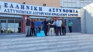 Ηράκλειο: Νέα δώρα για την απελευθέρωση του Μιχάλη Λεμπιδάκη – Τι είχαν μέσα αυτά τα κουτιά [pics]