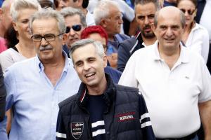 """Μιχάλης Λεμπιάκης: Η ευχάριστη έκπληξη για τον επιχειρηματία στο Ηράκλειο – """"Συνεργός"""" η σύζυγός του [pic]"""
