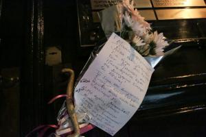 Μιχάλης Ζαφειρόπουλος: Συγκλονιστικό γράμμα στην πόρτα του [pic]