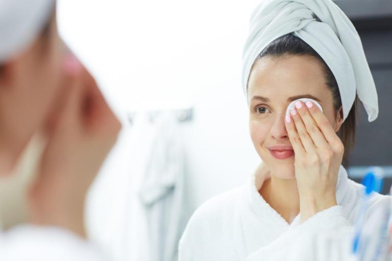 Πώς βγαίνει το makeup χωρίς τρίψιμο σε 15 δευτερόλεπτα! [vid] | Newsit.gr