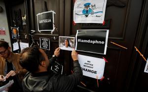 Δολοφονία δημοσιογράφου των Panama Papers: Διαδηλώσεις με ντομάτες