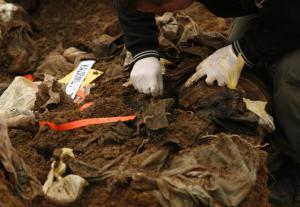 Φρίκη στην Κολομβία: Βρήκαν μυστικό ομαδικό τάφο στα σύνορα με τη Βενεζουέλα