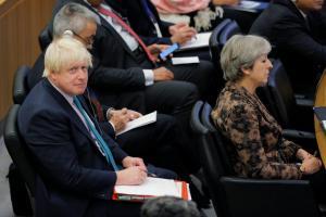 Σάλος στη Βρετανία: Η Μέι υπονόησε ότι θα διώξει τον Τζόνσον από την κυβέρνηση