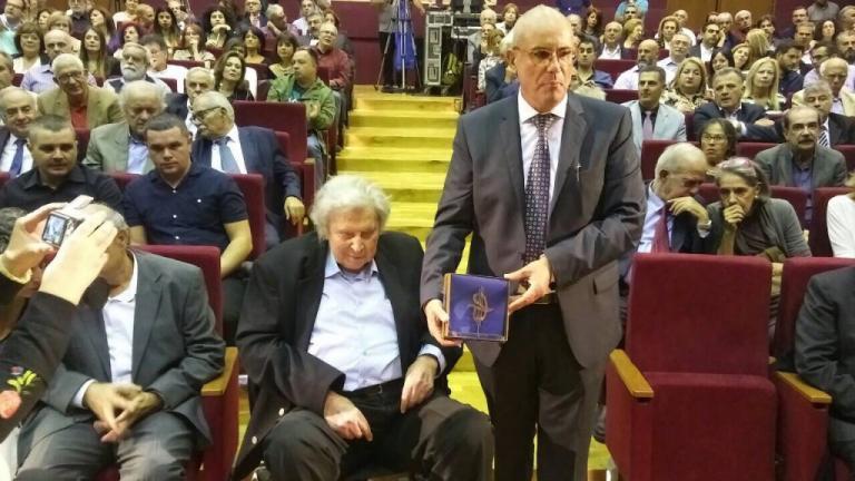 Η συγκίνηση του Μίκη Θεοδωράκη στα εγκαίνια του θεάτρου που πήρε το όνομα του [vids]   Newsit.gr