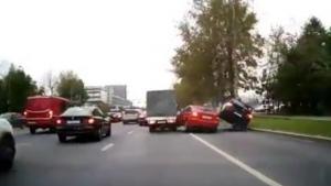 Να γιατί δεν πρέπει να αλλάζουμε βιαστικά λωρίδες όταν οδηγούμε! [vid]