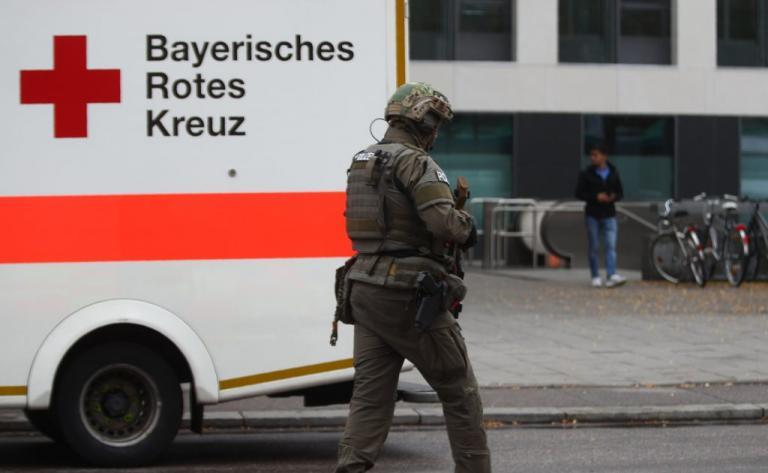 Μόναχο: Συνελήφθη ο άνδρας που τραυμάτισε 5 άτομα με μαχαίρι – Είχε επιτεθεί κι άλλες φορές στο παρελθόν   Newsit.gr