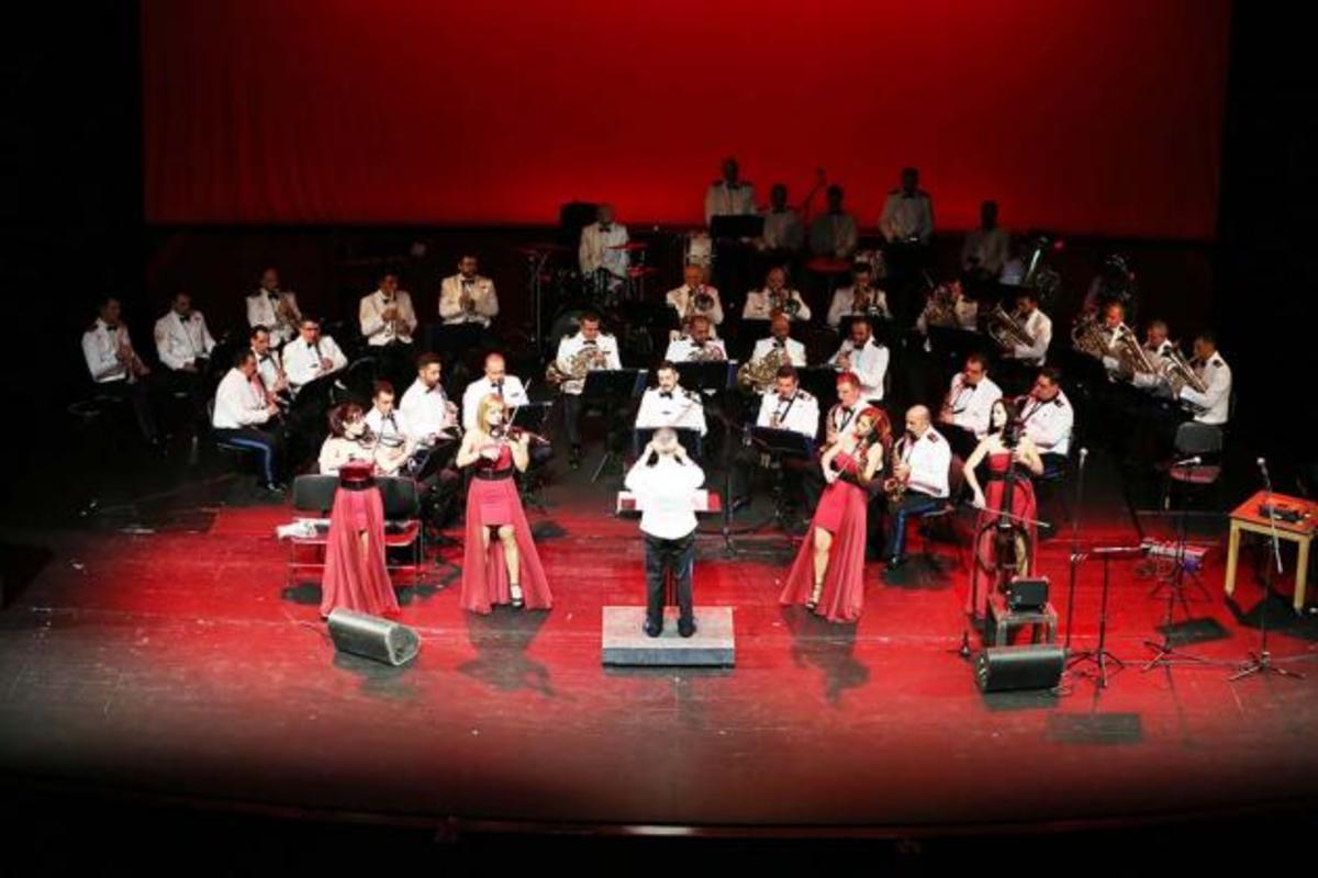 Το Φάντασμα της Όπερας από την μπάντα του Πολεμικού Ναυτικού [pics, vid]   Newsit.gr