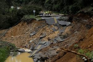 Νέος τρόμος στην Φλόριντα – Πλησιάζει ο κυκλώνας Νέιτ – 28 νεκροί στην Κεντρική Αμερική [pics, vid]