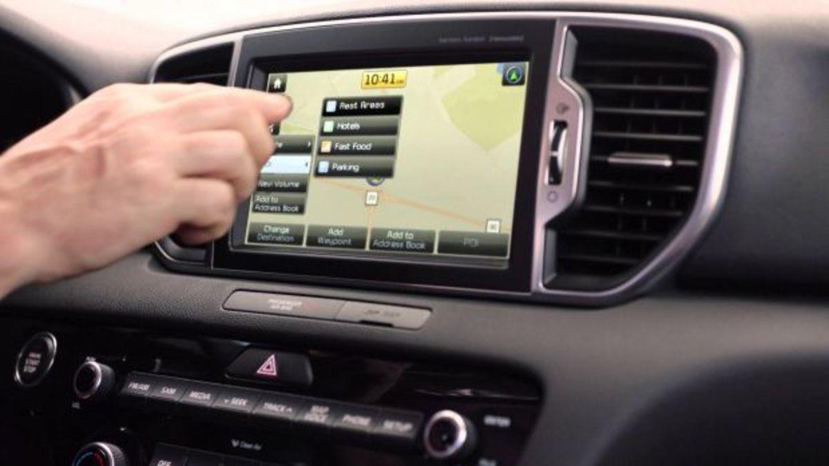Χρήσιμα αλλά επικίνδυνα τα infotainment και η δορυφορική πλοήγηση στα αυτοκίνητα | Newsit.gr