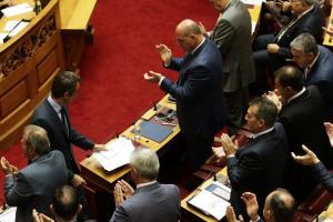 Νομοσχέδιο αλλαγής φύλου – ΝΔ: Η κυβέρνηση βγαίνει τραυματισμένη από την ψηφοφορία