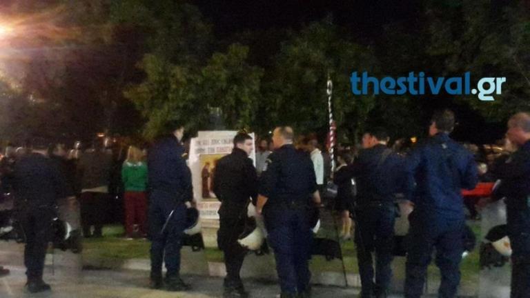 Θεσσαλονίκη: Νέα διαμαρτυρία έξω από το θέατρο για την «Ώρα του Διαβόλου»   Newsit.gr