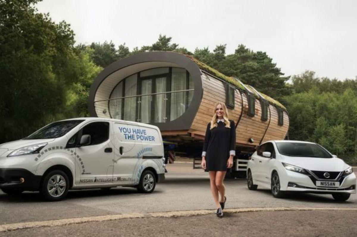 H Nissan έκανε ρεκόρ ρυμουλκώντας το… σπίτι της γνωστής ηθοποιού, Margot Robbie! [vid] | Newsit.gr