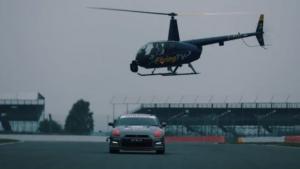 Δείτε ένα Nissan GT-R να οδηγείται με χειριστήριο… PlayStation από ψηλά! [vid]