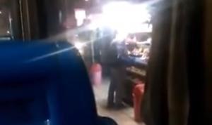Επόμενη στάση… περίπτερο! Οδηγός του ΟΑΣΘ άφησε το λεωφορείο και πήγε για τσιγάρα [vid]